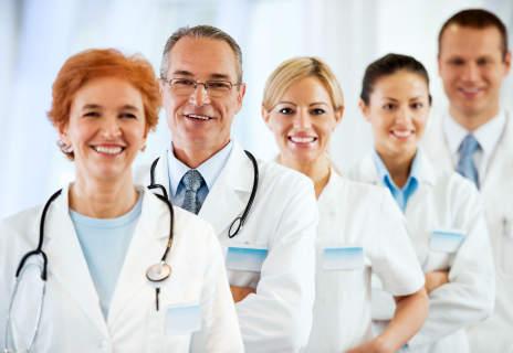 Doktoren in weißen Kitteln